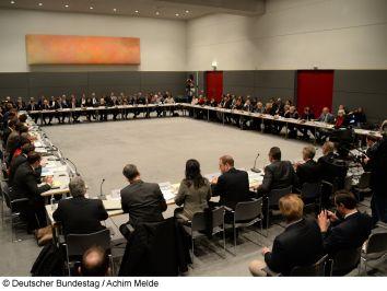 Der Hauptausschuss des Deutschen Bundestages. © Deutscher Bundestag / Achim Melde.