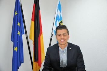 """Jakob Kindlmann aus Amberg durfte am Planspiel """"Jugend und Parlament"""" im Deutschen Bundestag teilnehmen und vier Tage die Arbeit der Abgeordneten kennenlernen. Für diese Chance bedankte er sich ausdrücklich bei Stephan Stracke, der ihn nominiert hatte."""
