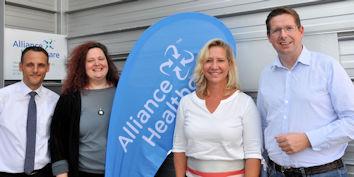 Stephan Stracke traf sich in Wolfertschwenden mit Vertretern des Pharmagroßhändlers Alliance Healthcare.