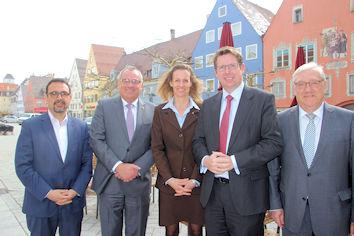 Auf dem Foto von links nach rechts: MdL Klaus Holetschek, Oberbürgermeister Manfred Schilder, Miller, Isabel Mang MdB Stephan Stracke, Josef Miller.