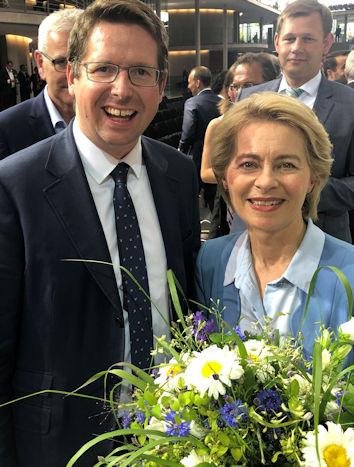 Der Allgäuer Bundestagsabgeordnete Stephan Stracke gratulierte Dr. Ursula von der Leyen MdB zu ihrer Wahl zur EU-Kommissionspräsidentin.