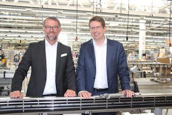 Der Allgäuer Bundestagsabgeordnete Stephan Stracke im Gespräch mit Christian Traumann, Geschäftsführender Direktor und CFO von MULIVAC in Wolfertschwenden.