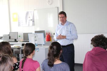 Der Allgäuer Bundestagsabgeordnete Stephan Stracke diskutierte mit Schülerinnen und Schülern in Bad Wörishofen.