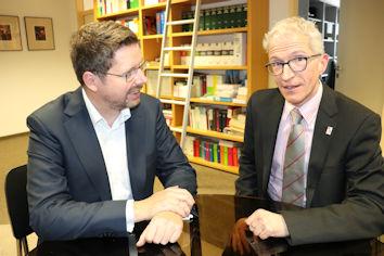 Im Gespräch hat der Allgäuer Abgeordnete Stephan Stracke den Vorsitzenden der Vertreterversammlung der DRV Schwaben Peter Ziegler gebeten, alles daran zu setzen, die Schließung der Rehaklinik Buching abzuwenden.