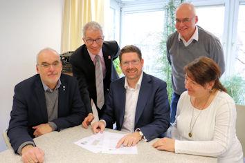 Intensiv diskutierte der Allgäuer Bundestagsabgeordnete Stephan Stracke (Mitte) mit Vertretern der KAB Augsburg.