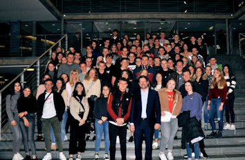 Gruppenfoto im Paul-Löbe-Haus Quelle: Abgeordnetenbüro