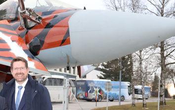 Stephan Stracke setzt sich für den Erhalt des Standortes Kaufbeuren für die Eurofighter-Ausbildung ein.