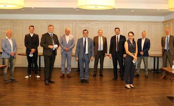 Zum wirtschaftspolitischen Gedankenaustausch trafen sich in Memmingen Vertreter der IHK Schwaben und der Kreishandwerkerschaft Memmingen-Mindelheim mit Spitzenpolitikern.