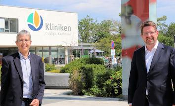 Bei einem Ortstermin in der Klinik in Kaufbeuren tauschten sich Ute Sperling und Stephan Stracke zum Infektionsgeschehen und der Situation der Krankenhäuser im Ostallgäu aus.