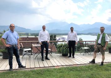 Mit Stephan Stracke diskutierten Hoteliers und Gastronomen über die Auswirkungen der Pandemie auf ihre Betriebe. Unser Bild zeigt Ralph Söhnen, Harald Schwecke, Stephan Stracke und Andreas Eggensberger (von links nach rechts).