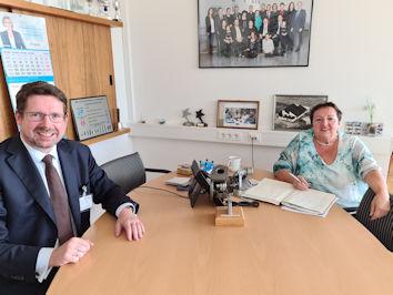 Mit Karin Berger-Haggenmiller tauschte sich Stephan Stracke Anfang November zu den Herausforderungen für den Mittelstand und zum Strukturwandel in der Automobilindustrie aus.