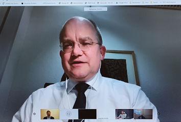 Der finanz- und haushaltspolitische Sprecher der CSU im Deutschen Bundestag Sebastian Brehm in der Videokonferenz mit Allgäuer Unternehmern.