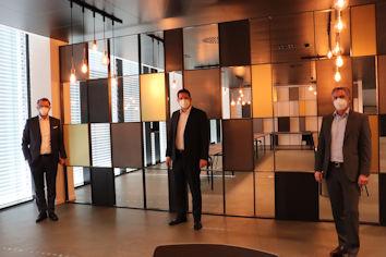 Stracke freute sich über die Gelegenheit zu einem persönlichen Austausch mit MULITVAC (vlnr.): Christian Trautmann (MULTIVAC), Stephan Stracke, MdB, Oliver Neumayer (MULTIVAC)