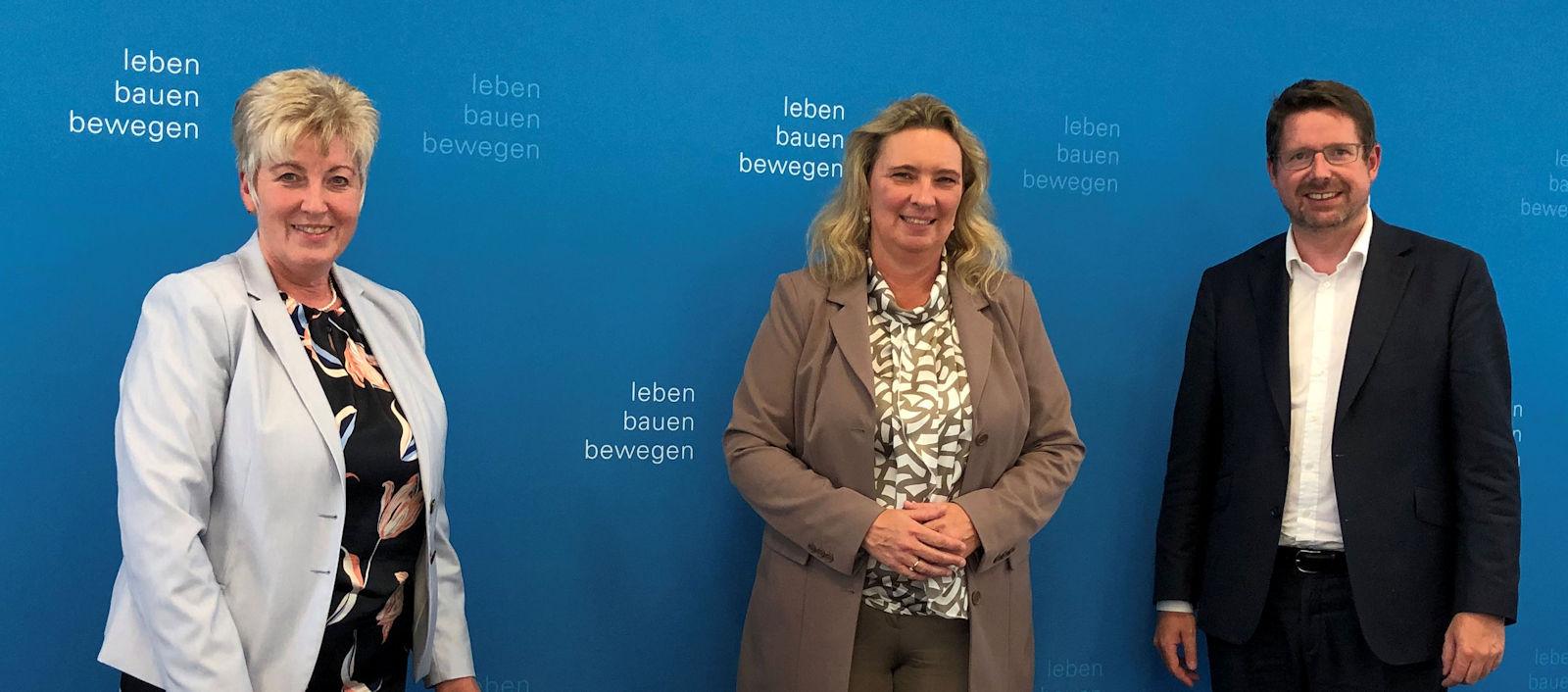 Vor einem Jahr hatten Stracke und Schorer beim Besuch in München mit der Bayerischen Verkehrsministerin Kerstin Schreyer über die Notwendigkeit eines einheitlichen Lärmschutzes an der B12 gesprochen. Nun kam die Zusage dafür vom Bund.