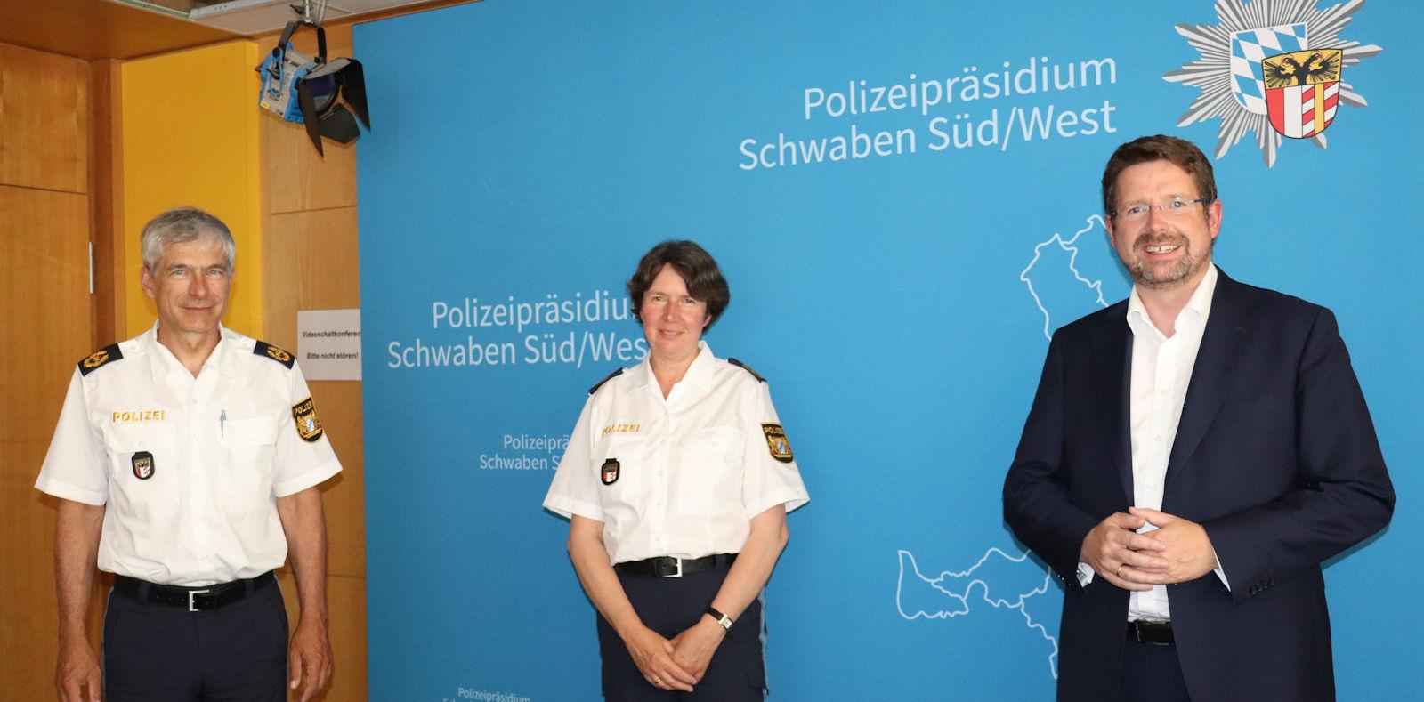 Stephan Stracke tauschte sich mit Polizeipräsidentin Dr. Claudia Strößner und Polizeivizepräsident Guido Limmer aus. Bildquelle: Abgeordnetenbüro