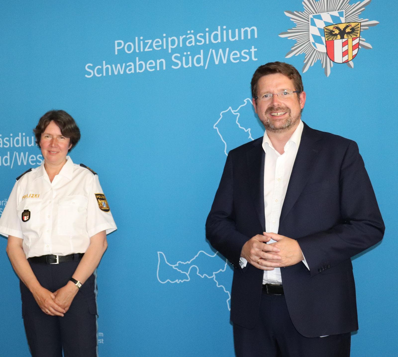 Stephan Stracke tauschte sich mit Polizeipräsidentin Dr. Claudia Strößner und Polizeivizepräsident Guido Limmer aus.