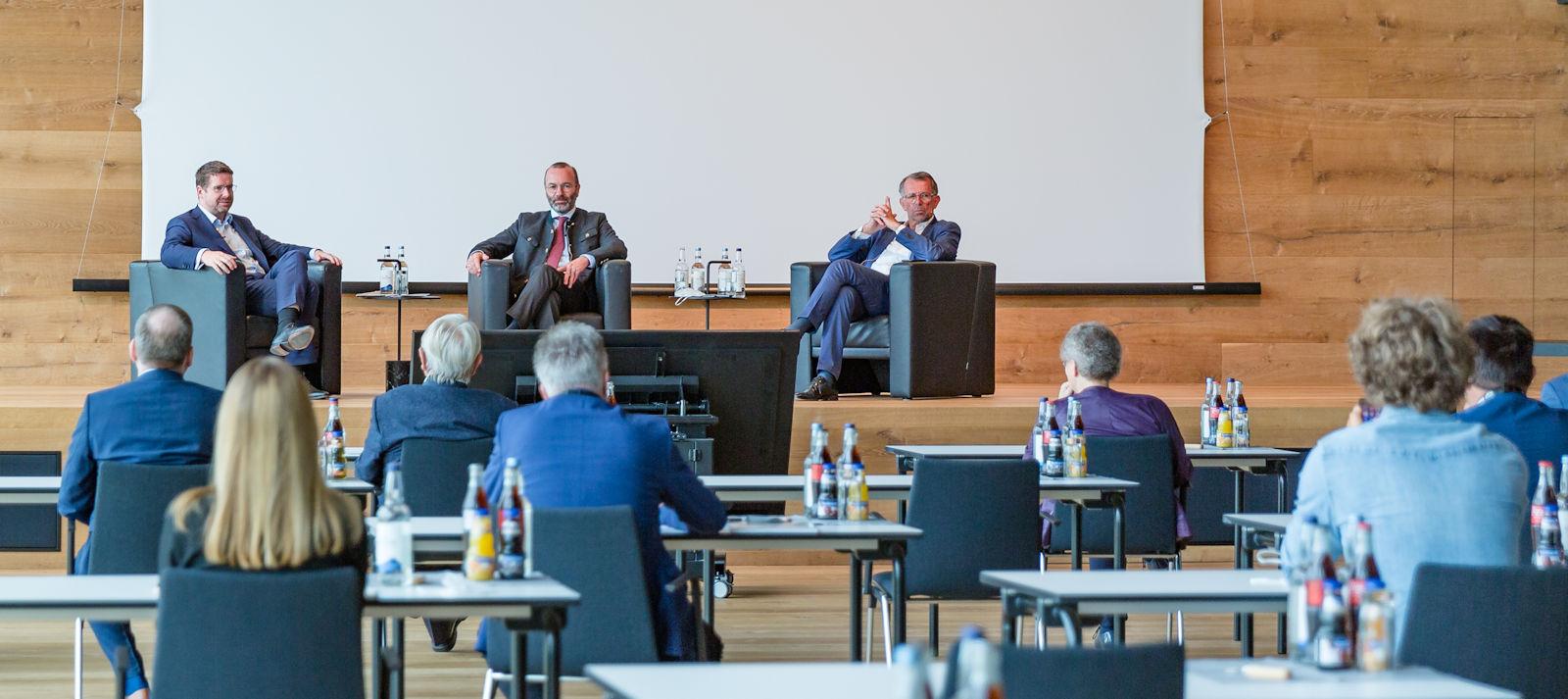 Stephan Stracke, Manfred Weber und Christian Traumann diskutierten mit Allgäuer Unternehmern. Foto: Multivac